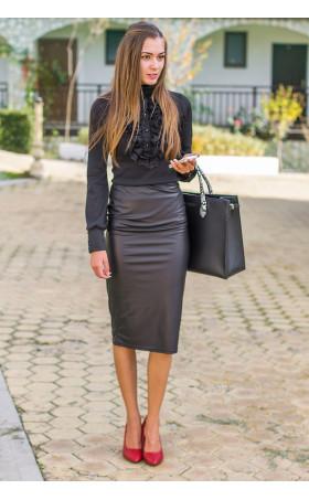 Черна блуза с поло яка и жабо Кели