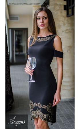 Официална рокля със златиста декорация от ръчно рязана дантела