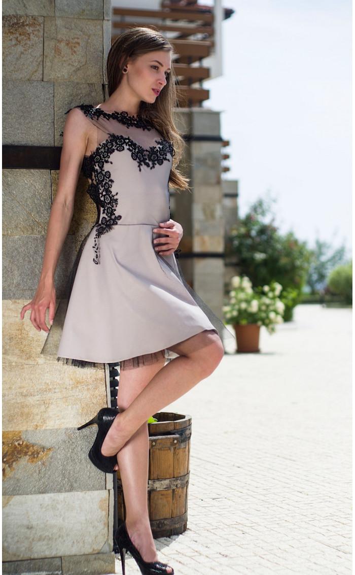 Официална рокля подплатена с тюл Карa