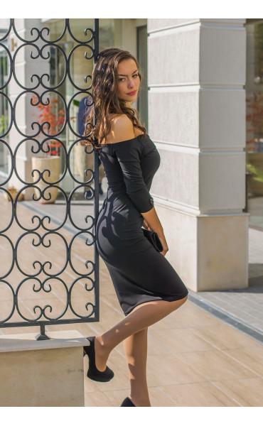 Кокетна черна рокля Селесте с панделка и отворено деколте_14260