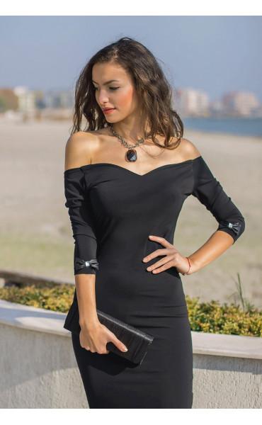 Кокетна черна рокля Селесте с панделка и отворено деколте
