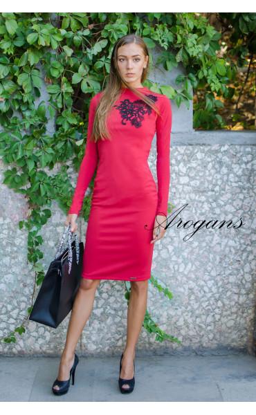 Червена елегантна рокля декорирана с черна дантела_15638