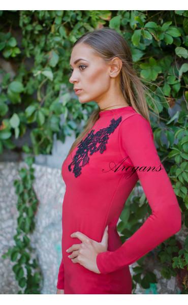 Червена елегантна рокля декорирана с черна дантела_15639