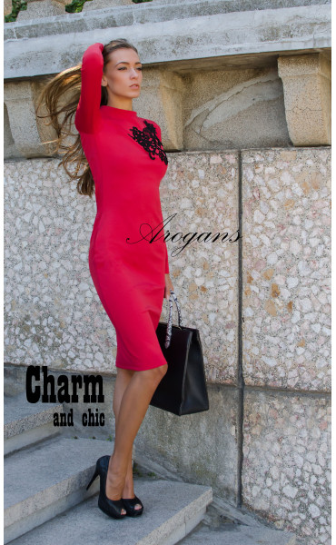 Червена елегантна рокля декорирана с черна дантела_15648