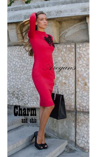 Червена елегантна рокля декорирана с черна дантела_15649