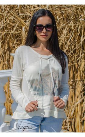 Мека блузка с есенна апликация
