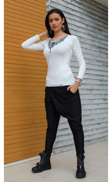 Спортно елегантна бяла блузка с принт_15842