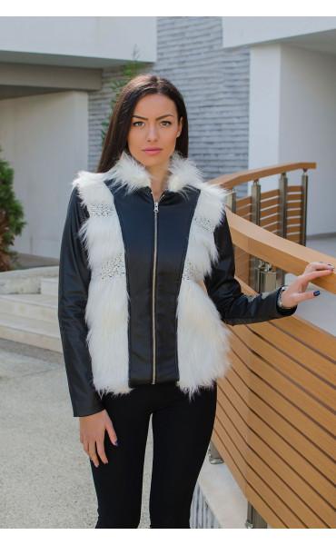 Късо черно кожено яке с бял изкуствен косъм и меко плетиво_15870