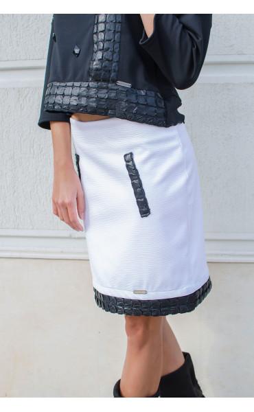 Спортно елегантна пола в бяло декорирана с кожени орнаменти_15956