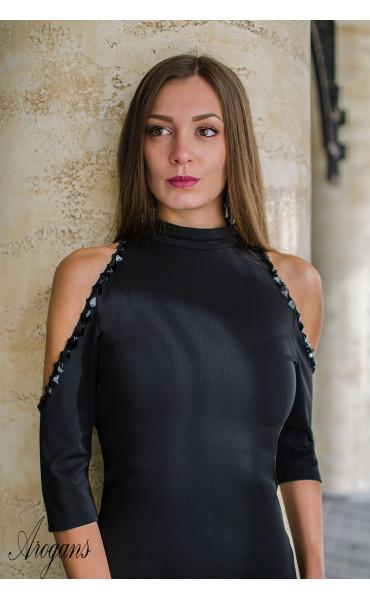 Официална рокля с отворени рамене нежно декорирани с черни камъни_16000