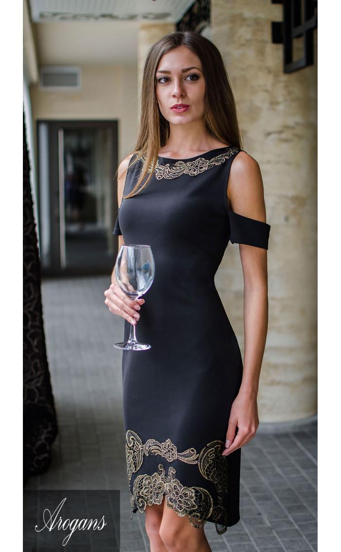 Официална рокля  със златиста декорация и ръчно рязана дантела