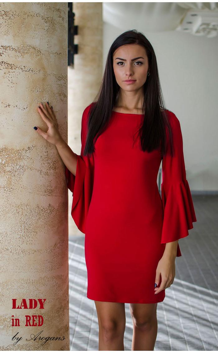 Червена елегантна рокля с прав силует и интересен дизайн на ръкавите