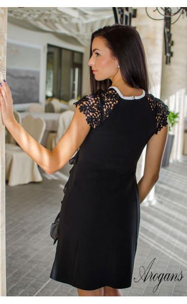 Елегантна черна мини рокличка от габардин с нежни детайли и кокетно декoлте_16050