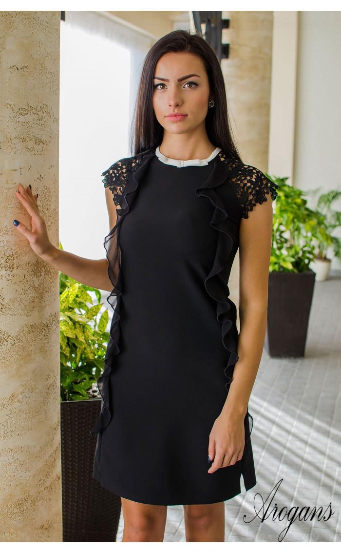 Елегантна черна мини рокличка от габардин с нежни детайли и кокетно декoлте