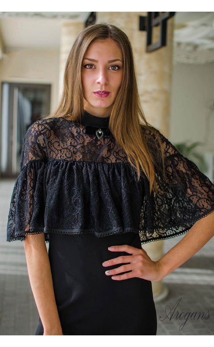 Вечерна рокля с дантела и декорация La Femme