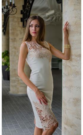 Нежна рокля в бежов цвят с дантела и средна дължин Ивая