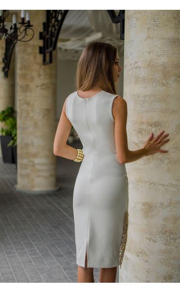 Нежна рокля в бежов цвят с дантела и средна дължина_16139