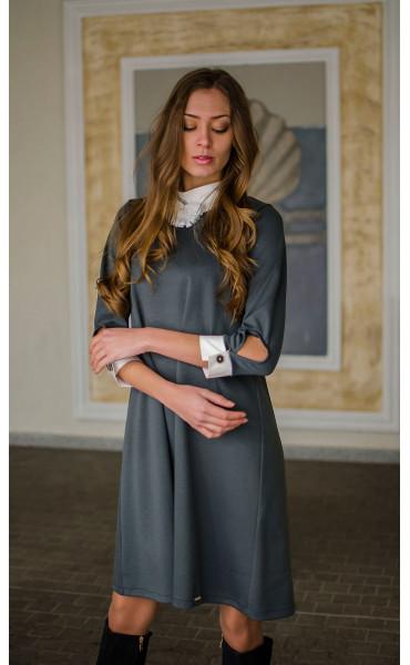 Елегантна свободна рокля с якичка и декорация_16335