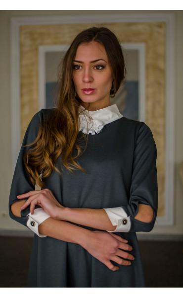 Елегантна свободна рокля с якичка и декорация_16336