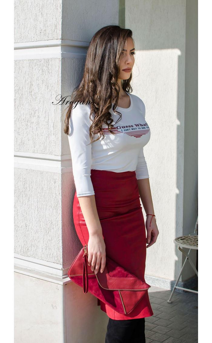 Кожена пола в малиново червен цвят
