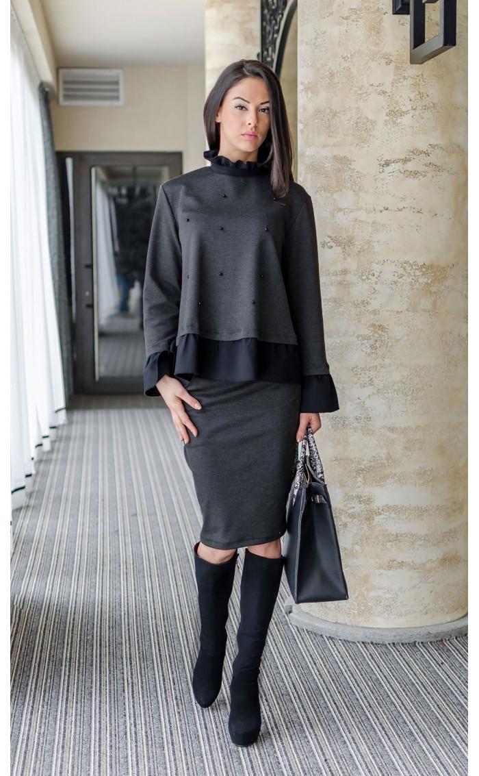 Блуза с къдри и черни перли