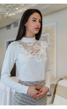 Нежна дамска блуза в цвят екрю Анабел