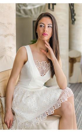 Кокетна рокля с дантела Ivory
