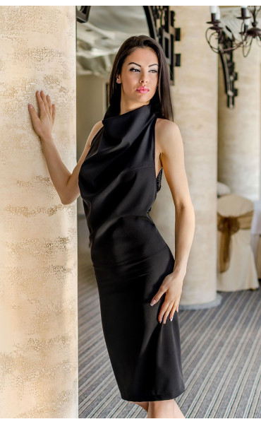 Елегантна рокля с гръцко деколте и ефектен гръб_17900