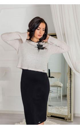 Блузка в бежов цвят и красив детайл Mirabel