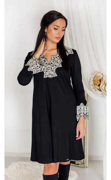 Черна разкроена рокля с влакниста дантела цвят екрю