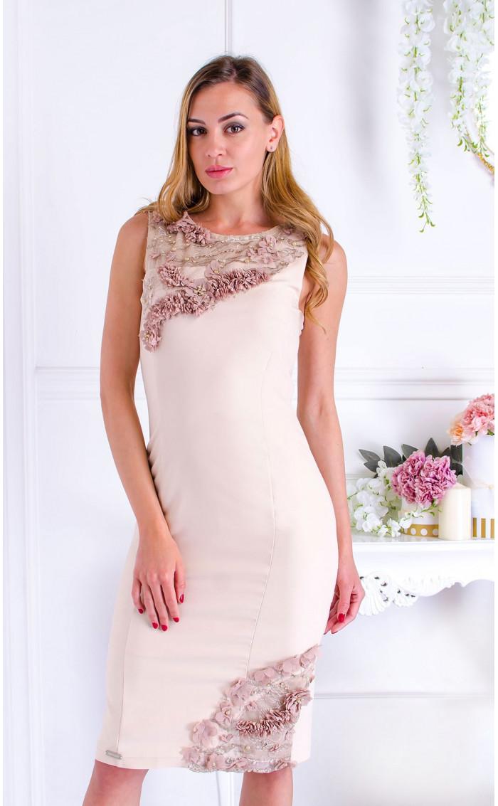 Изкусителна официална рокля в цвят пудра