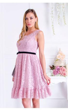 Дантелена рокля в нежно розово
