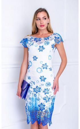 Елегантна рокля от дантела с цветя