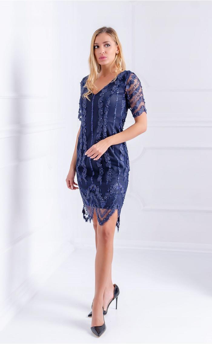 Елегантна рокля с перли и пайети