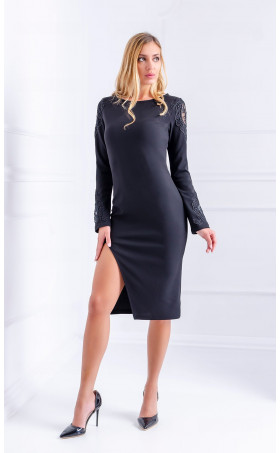 Женствена черна рокля с дълбока цепка Charm