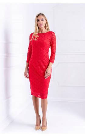 Елегантна рокля от червена дантела