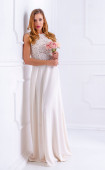 Елегантна рокля в цвят ванилия