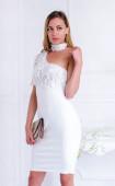 Елегантна бяла рокля с дантела и атрактивен дизайн