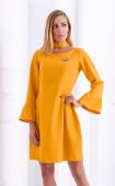 Стилна рокля в цвят горчица с плохи и брошка